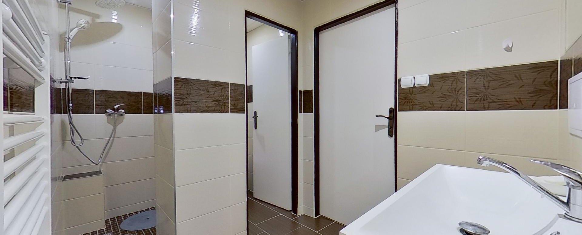 pohľad do sprchy