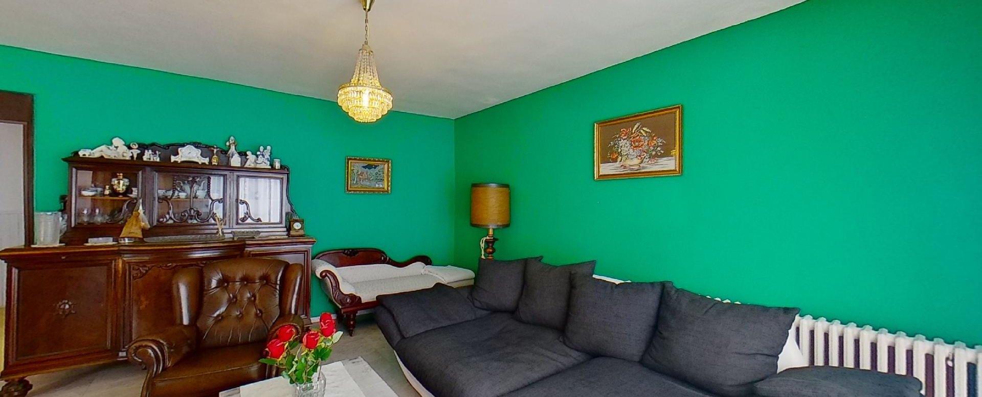 Obývacia izba rodinnéhno domu v Slanskej Hutę