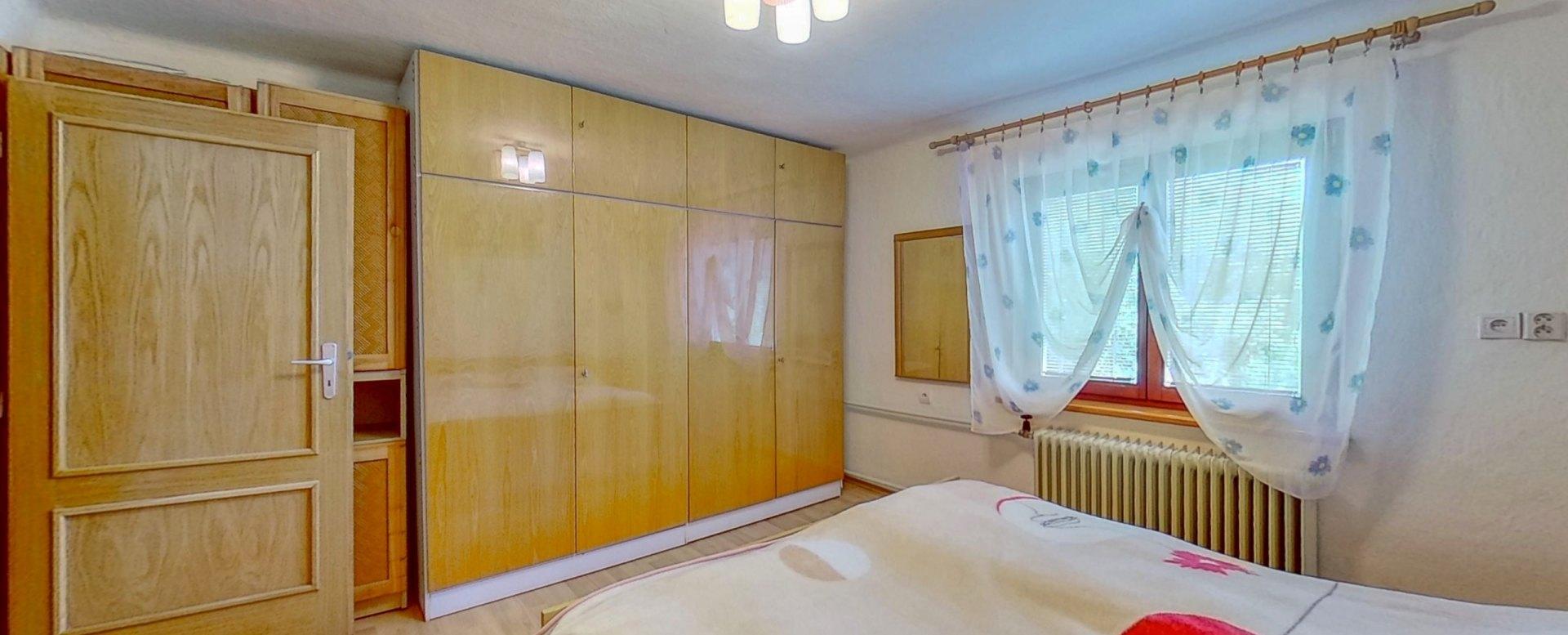Nábytok v podkrovnej spálni