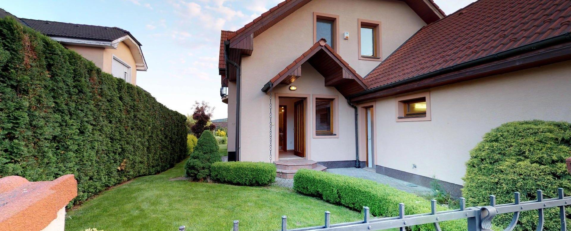 Pohľad na dom z ulice