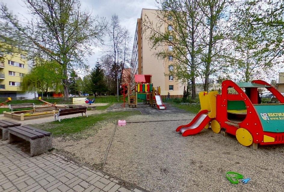 Detské ihrisko pri bytovom dome