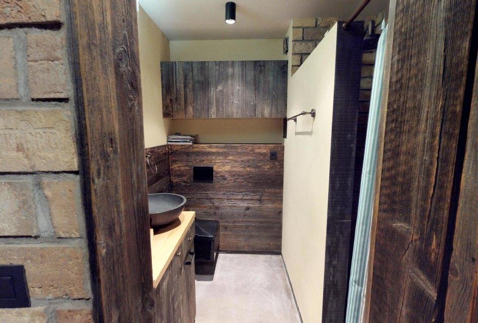 Pohľad od kúpeľne v byte na Dieňovej ulici