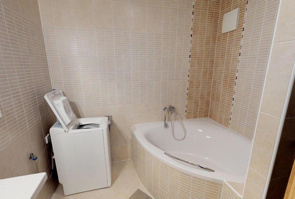 Pekná kúpeľňa v 2-izbovom byte na Budatínskej uliciv Petržalke