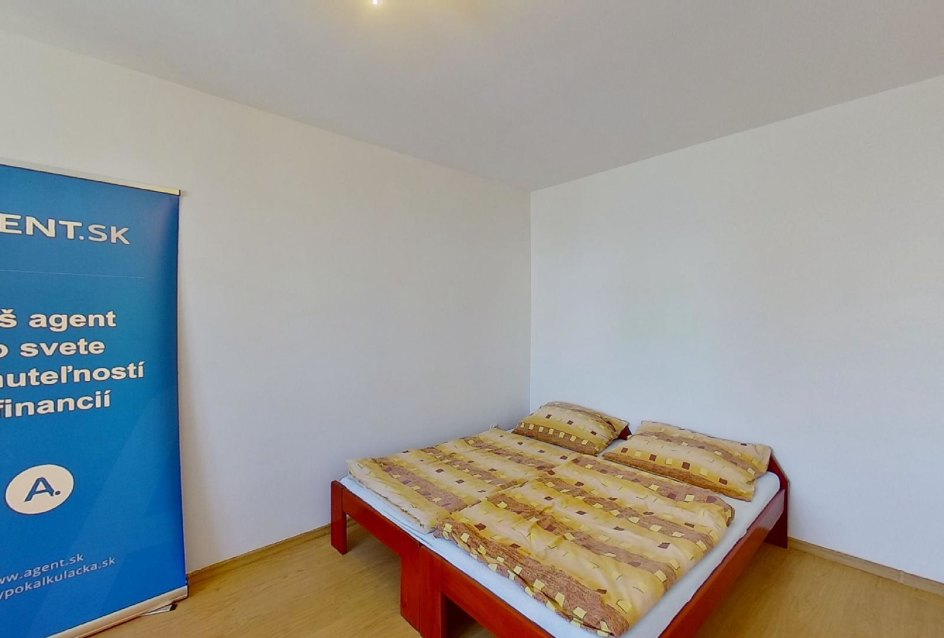 spálňa s posteľou