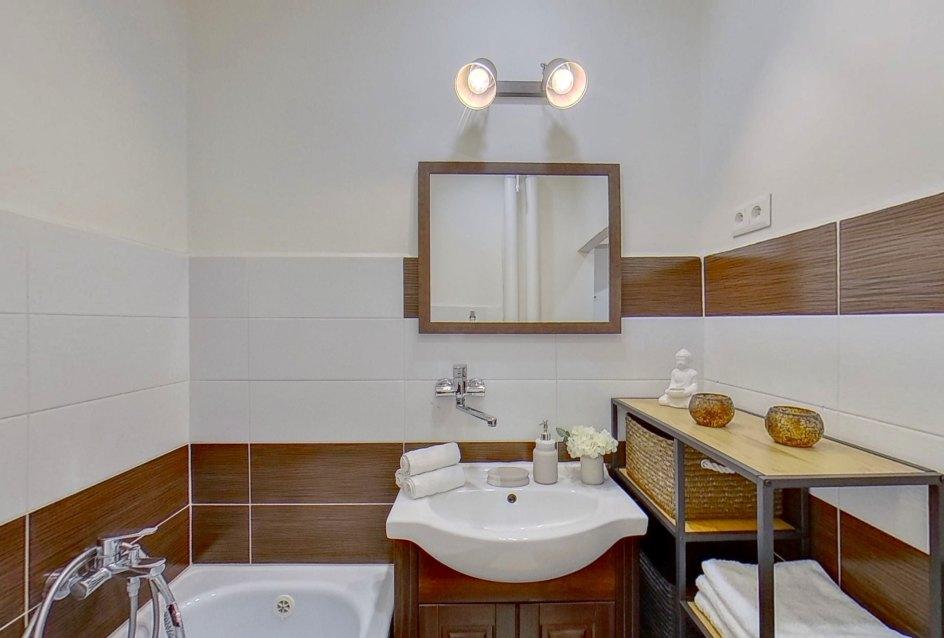 Moderná kúpeľňa s vaňou