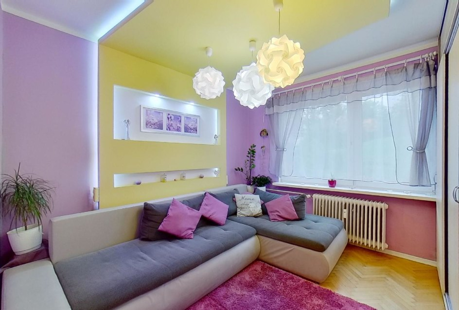 Obývacia izba so sedačkou v 2-izbovom byte na Školskej v Čadci