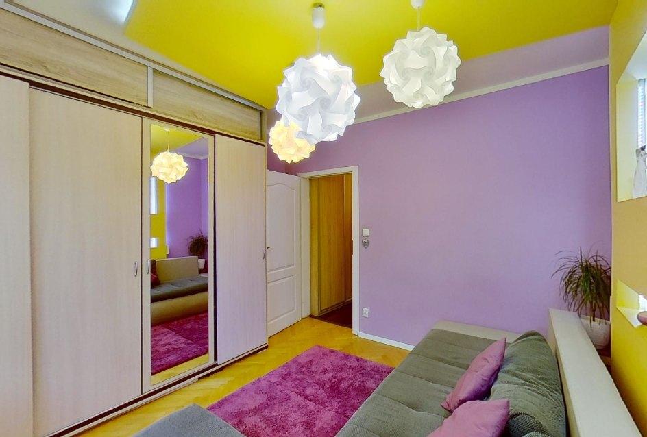 Skriňa v obývacej izbe v 2-izbovom byte na Školskej v Čadci