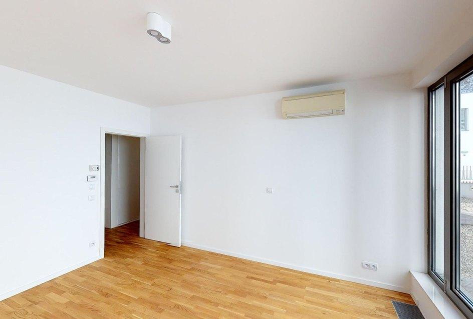 Spálňa s klimatizáciou v 2-izbovom byte na Strážnickej ulici v Starom meste Bratislavy