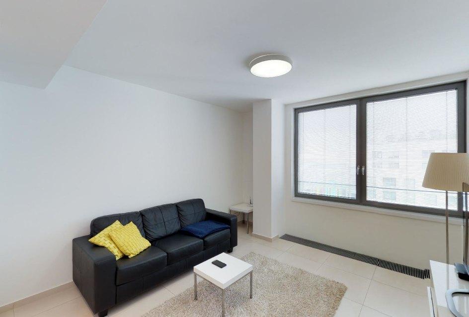 Obývacia izba a sedacia súprava v 2-izbovom byte