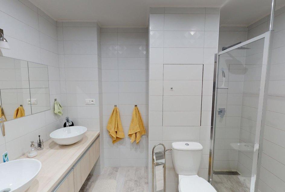 Moderná kúpeľňa v 2-izbovom byte na bulvári v Žiline