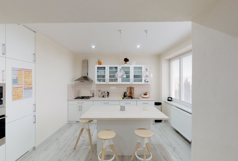 Pohľad do kuchyne v 2-izbovom byte na bulvári v Žiline