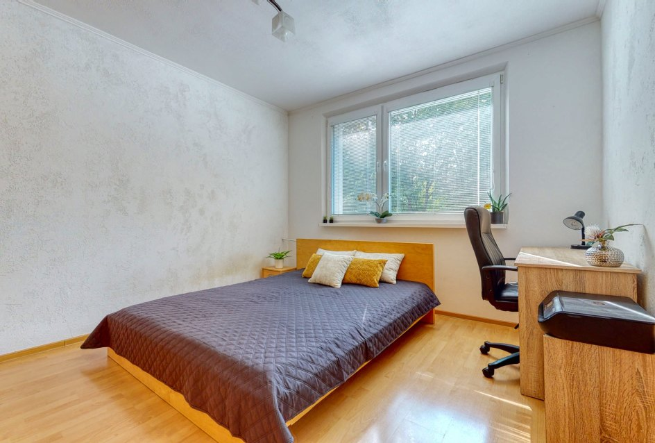 Manželská posteľ v spálni