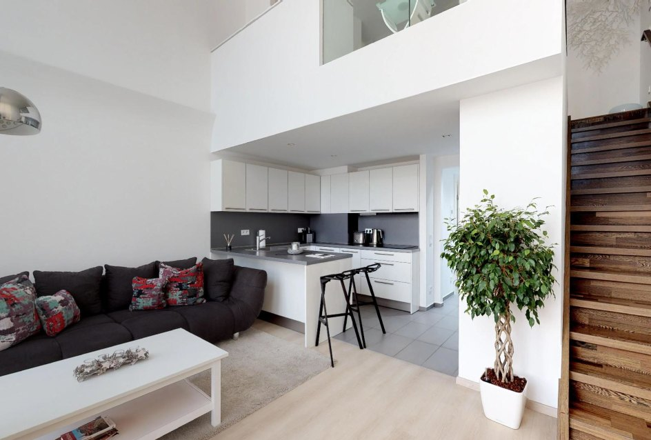 schodisko v obývacej izbe