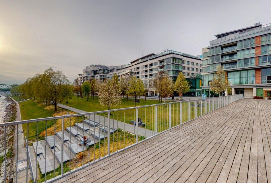 Mólo na nábreží Dunaja a pohľad na Eurovea Riverside
