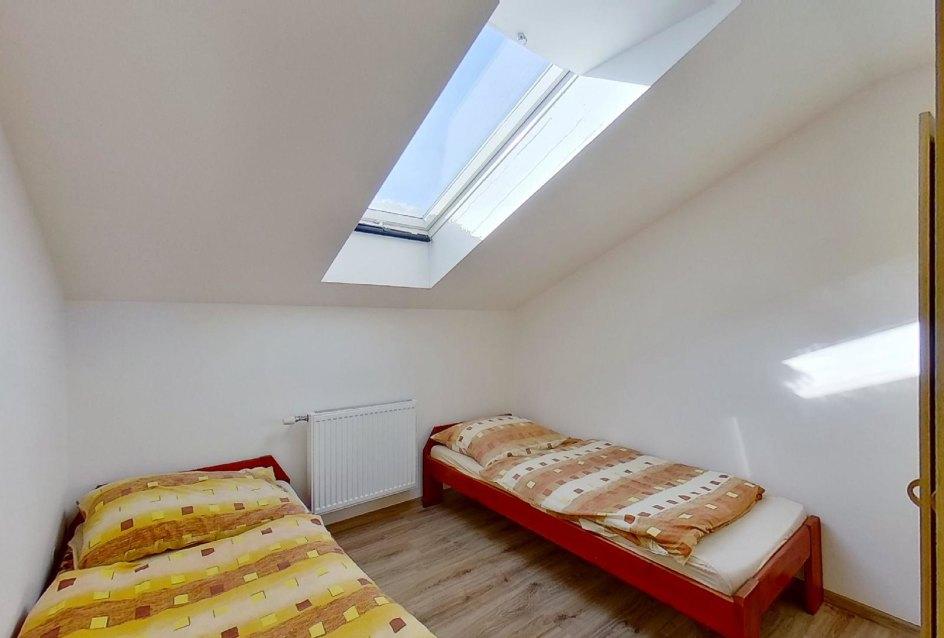 spálňa a oddelené postele