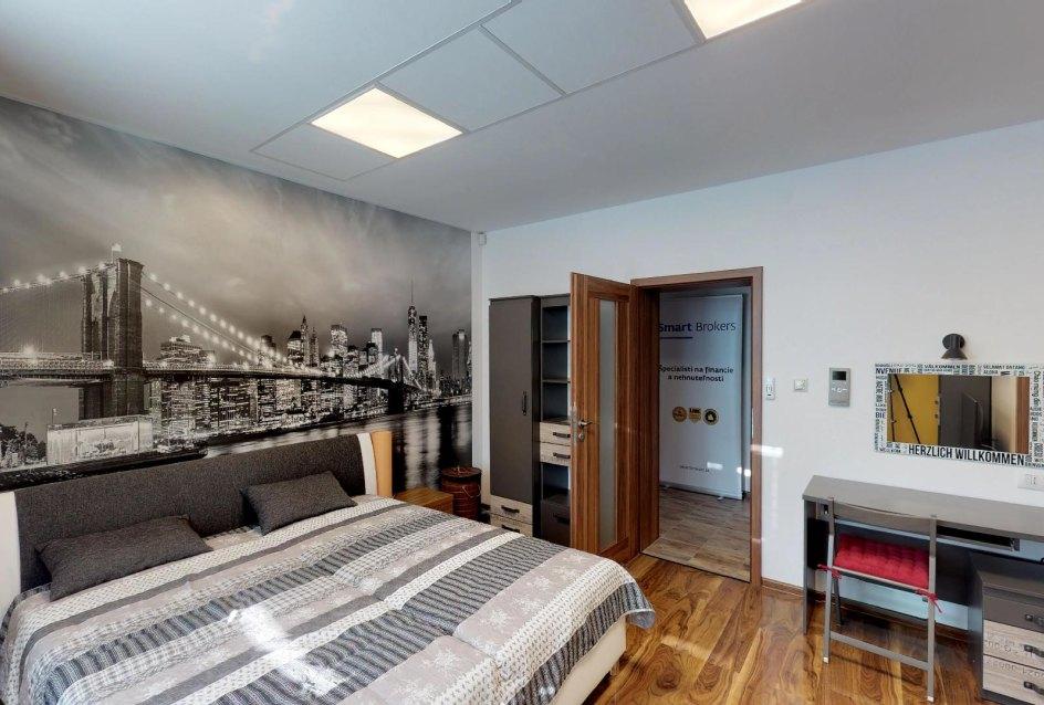 manželská posteľ v spálni 2