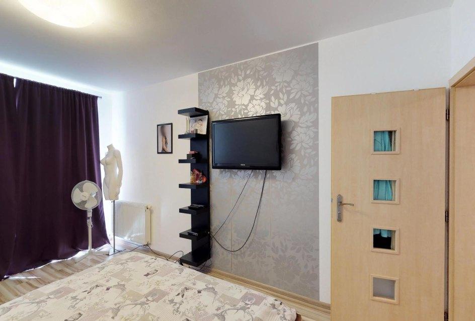 Spálňa s TV Zariadená obývacia izba v 3-izbovom byte v Kysuckom Lieskovci