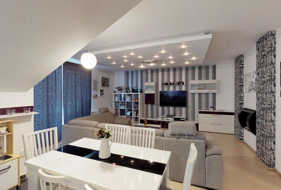 Pohľad z kuchyne do obývacej izby Zariadená obývacia izba v 3-izbovom byte v Kysuckom Lieskovci