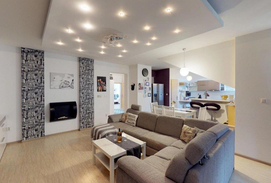 Obývacia izba v 3-izbovom byte v Kysuckom Lieskovci