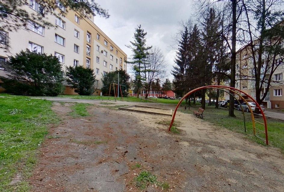 prehliezky a detské ihrisko na dvore severnej ulici