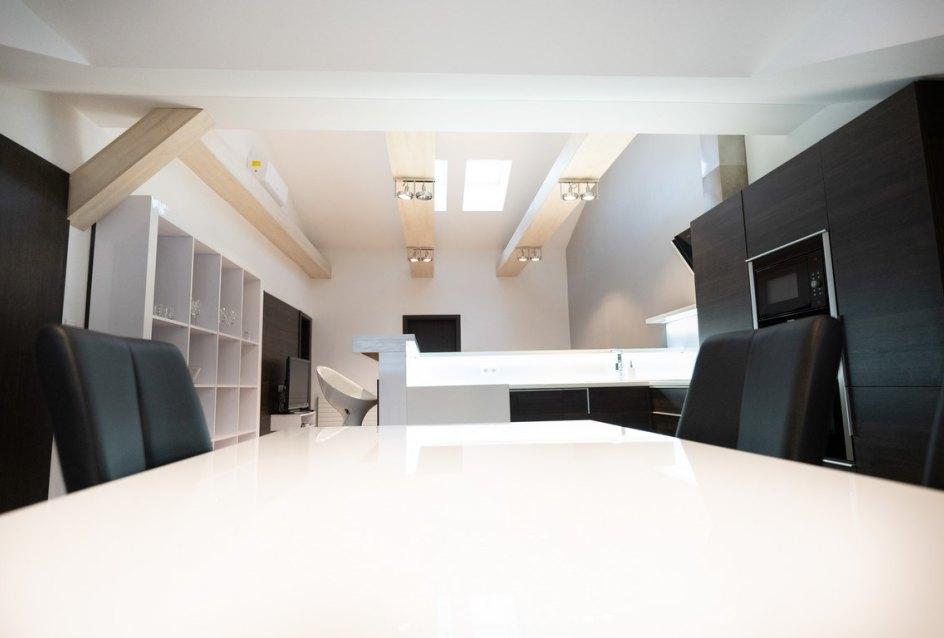 Kuchynský stôl v 3-izbovom byte na Botovej v Žiline