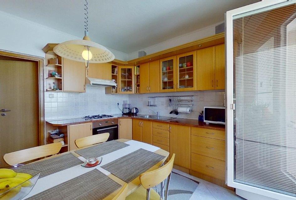 Kuchyňa s lodžiou 4-izbového bytu na Jedlikovej v Žiline - Hájik