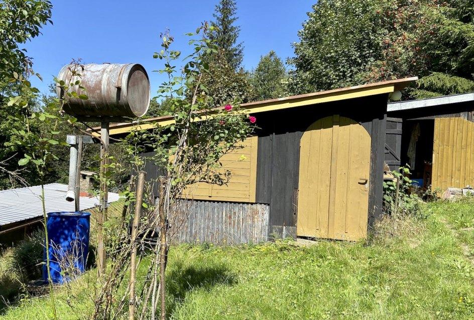 Letná kuchyňa, sklad náradia a dreva, suché WC