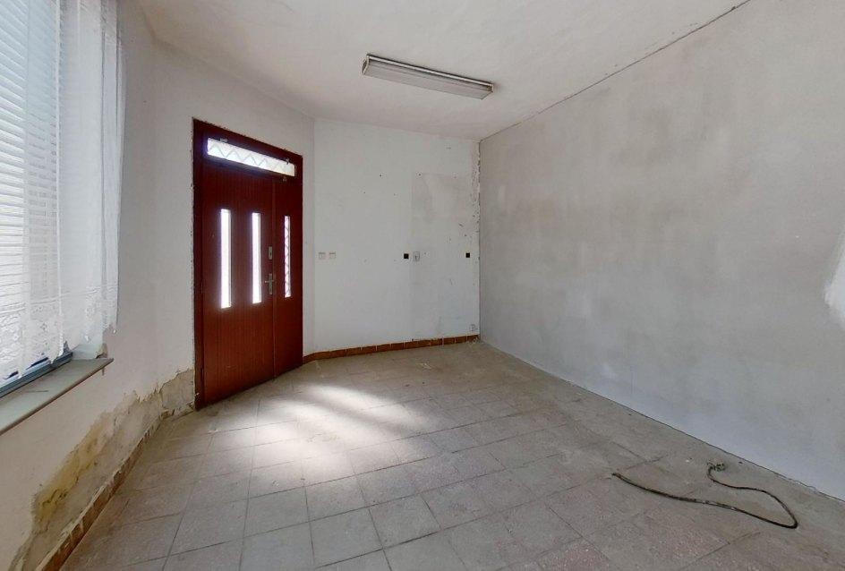 Vchod z ulice do priestoru v dome
