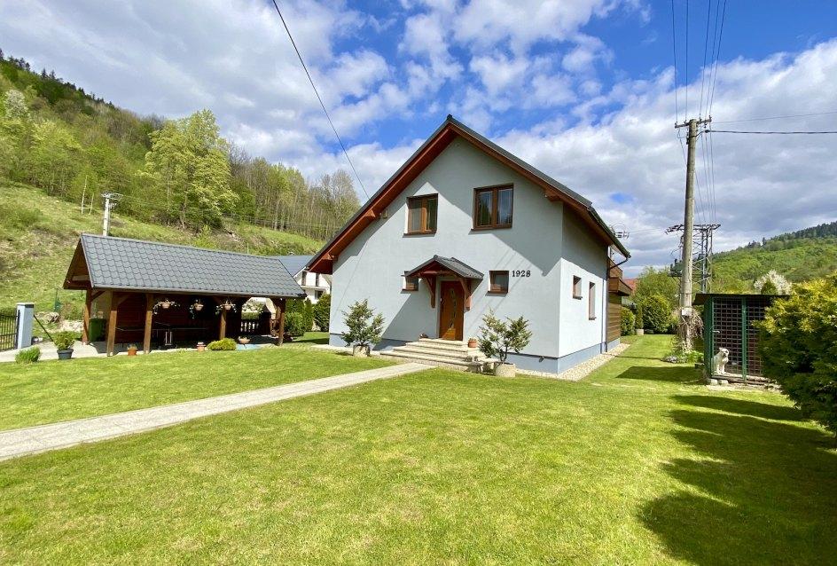 Pohľad na 2-podlažný rodinný dom v Oščadnici