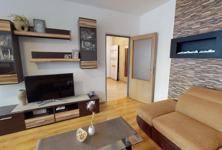 Obývacia izba 3-izbového bytu na ulici Janka Kráľa v Čadci - Žarec