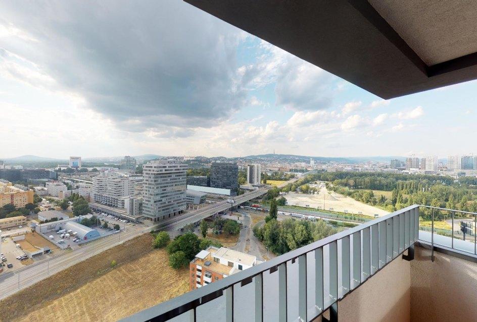balkón s výhľadom na Bratislavu