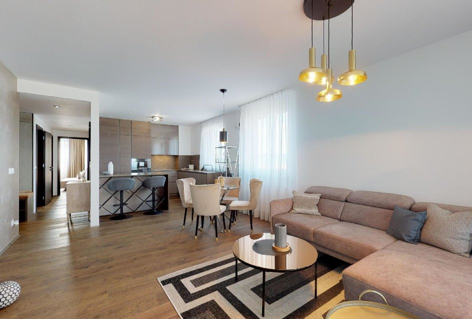 moderne zariadená obývacia izba s kuchyňou