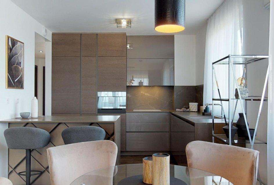 jedálensky stôl a kuchyňa