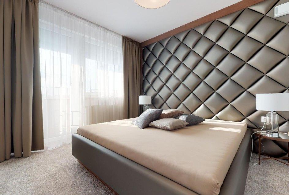 moderná spálňa s balkónom