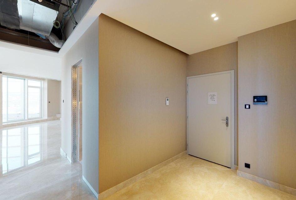 Vstup a priedsieň v 3-izbovom penthouse v Panorma Towers