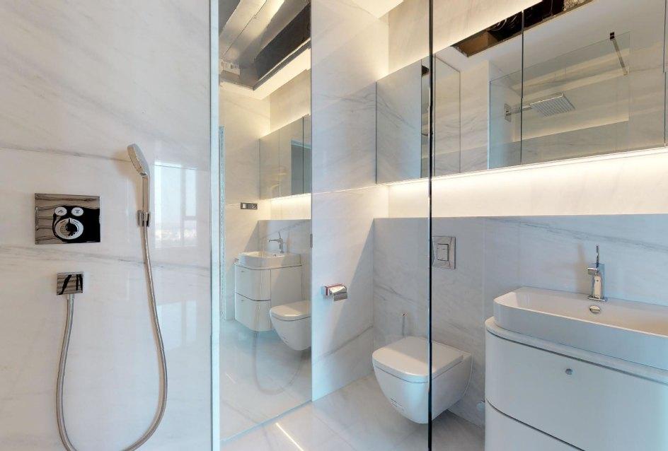 Moderná kúpeľňa v 3-izbovom penthouse v Panorama Towers