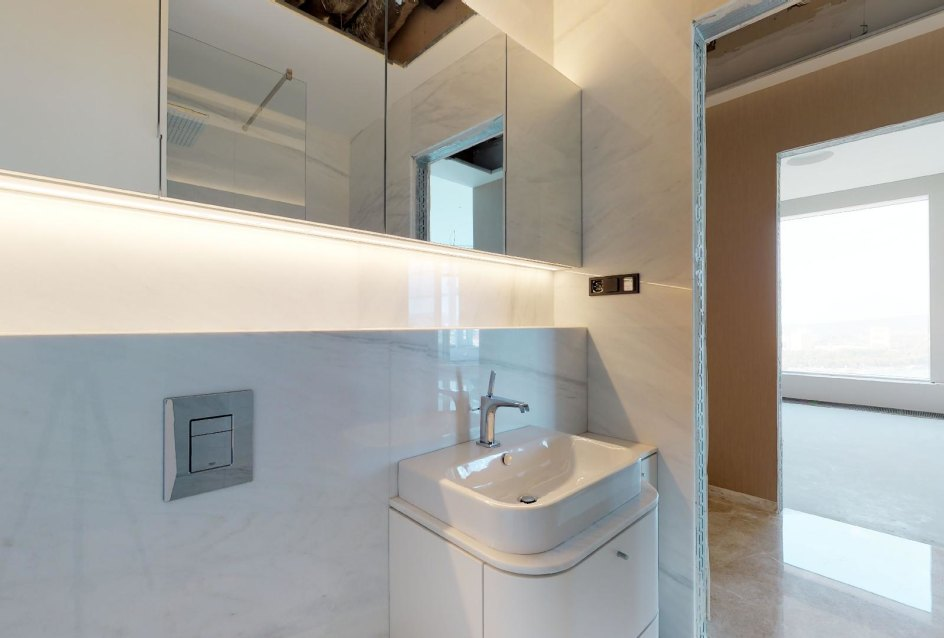 Kúpeľňa z kameňa v penthouse v Panorama Towers