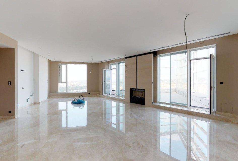 Pohľad na terasu a kucyňu v penthouse v Panorama Towers