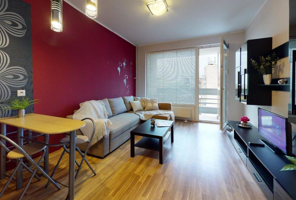 obývacia izba so sedačkou a nábytkom