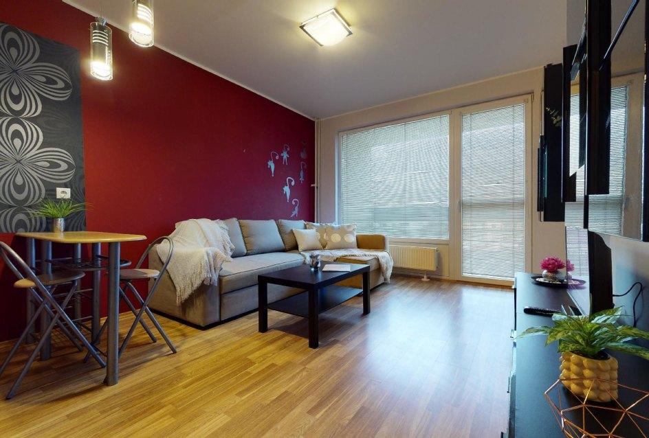 Zariadená obývacia izba v 2-izbovom byt vo Vlčom hrdle