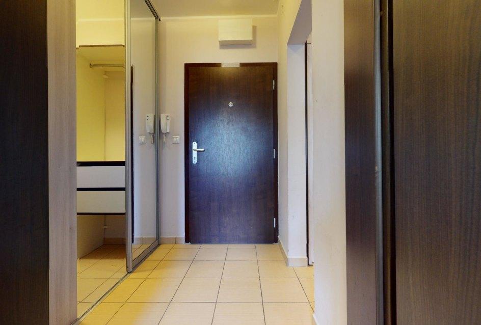 Vstup do 2-izbového bytu vo Vlčom hrdle