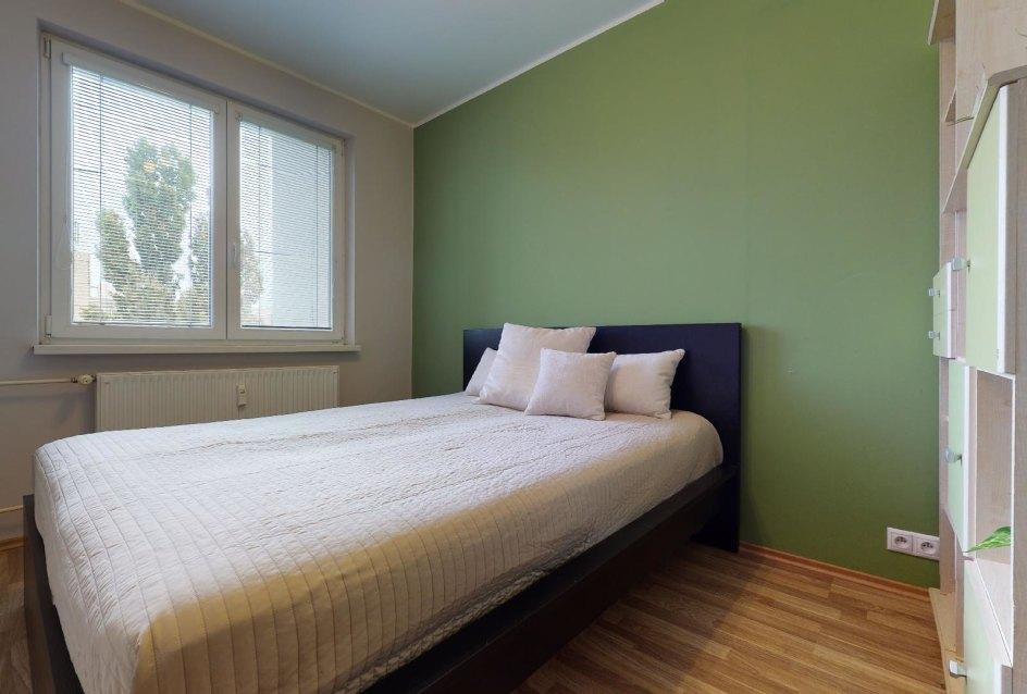 Pohľad na spálňu v 2-izbovom byte vo Vlčom hrdle