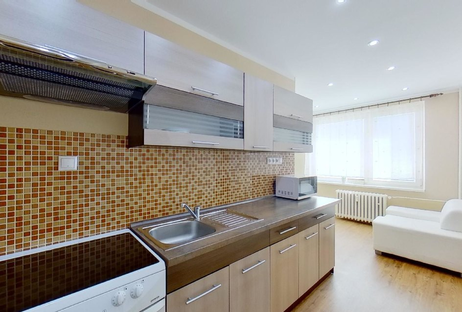 Kuchyňa s modernou kuchynskou linkou v 2-izbovom byte na Jašíkovej v Čadci