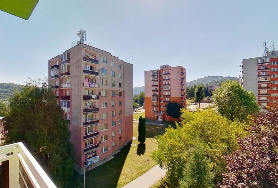 Výhľad z bytu v 2-izbovom byte na Jašíkovej v Čadci