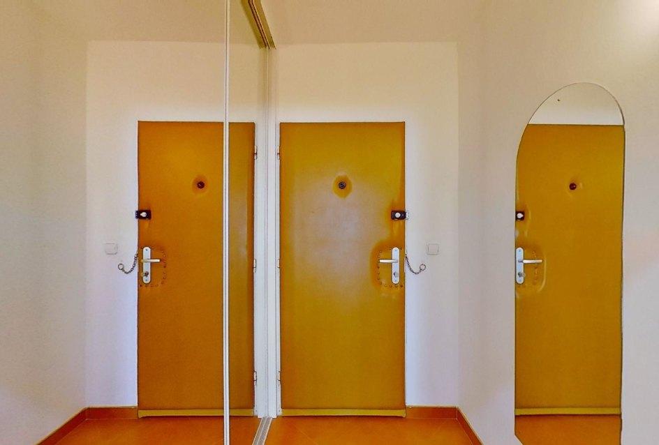 Predsieň v 2-izbovom byte na Jašíkovej v Čadci
