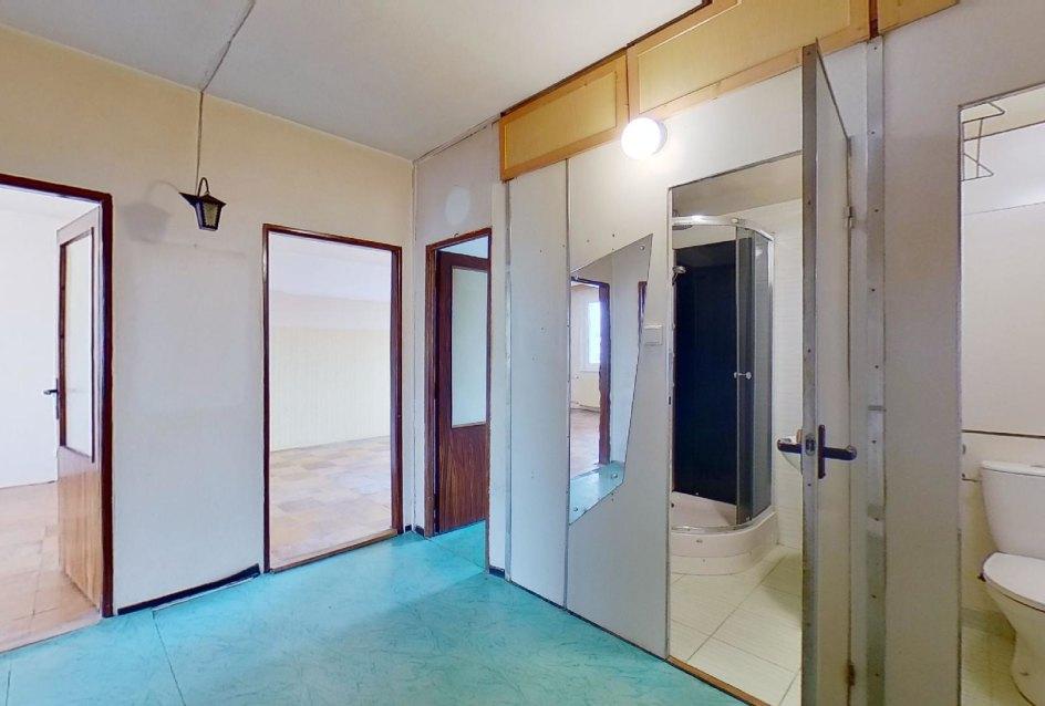 Prdsieň 3-izbového bytu v pôdovnom stave na Pražskej ulici v Košiciach