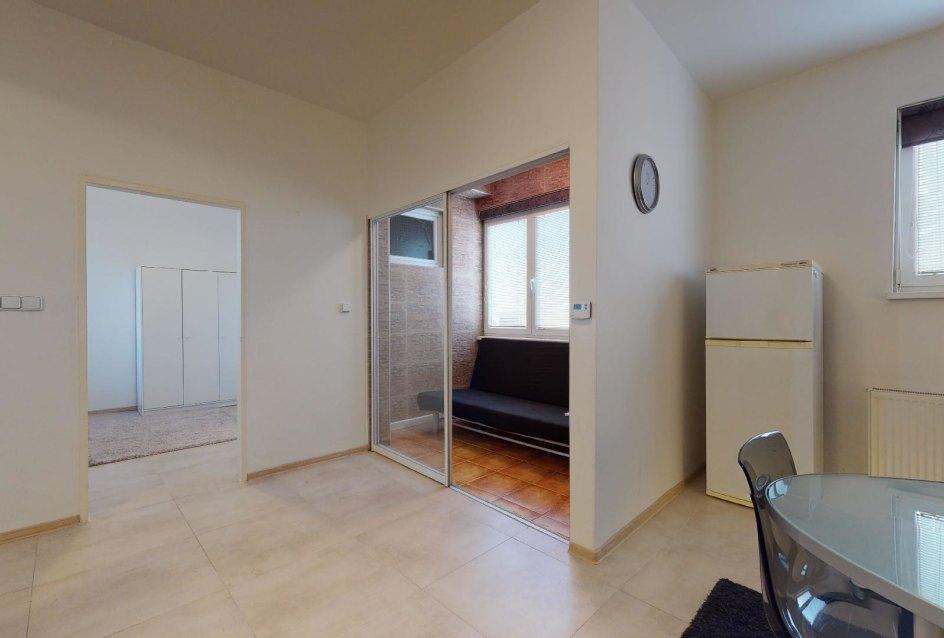 Pohľad na miesto pre relax v 2-izbovom byte v Manderláku