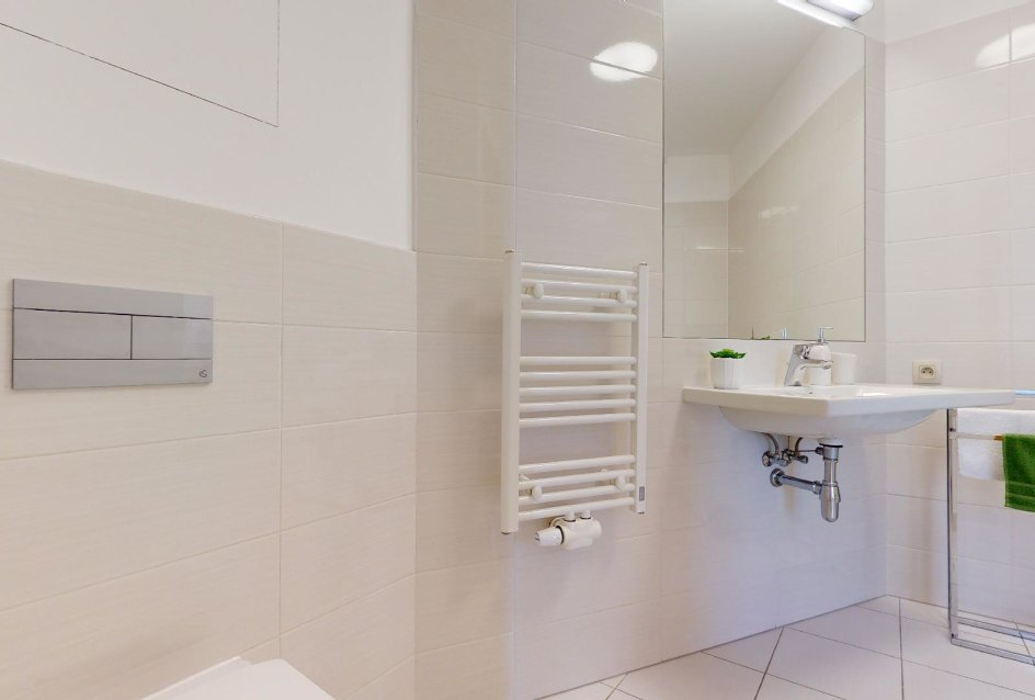 Radiátor s umývadlom v 2-izbovom byte v Panorama Towers - Eurovea City