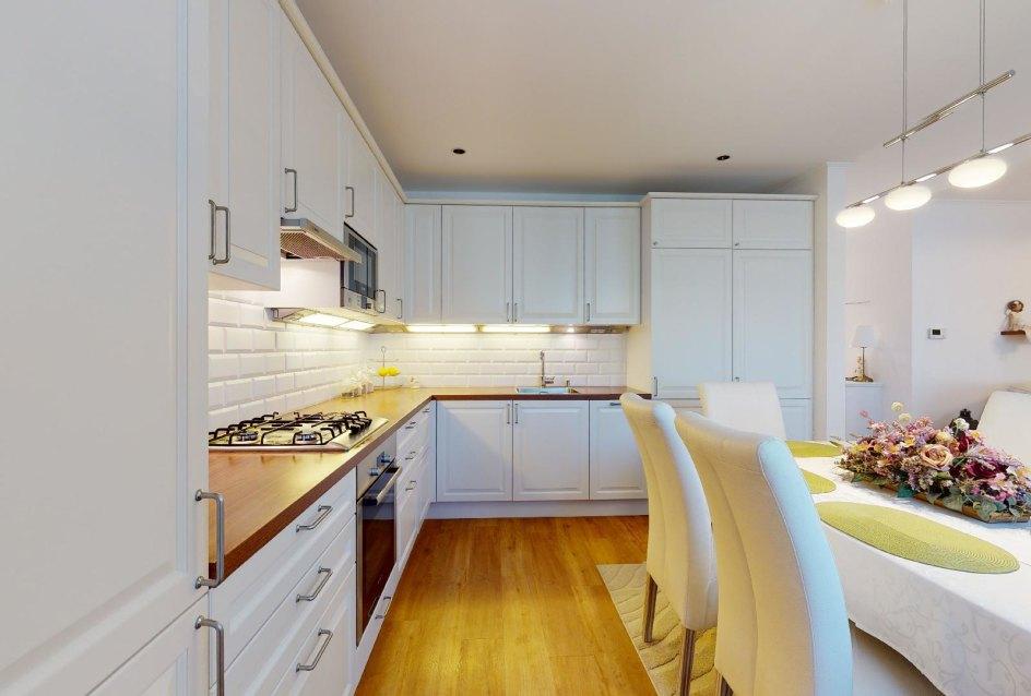 kuchynská linka so zabudovanými spotrebičmi