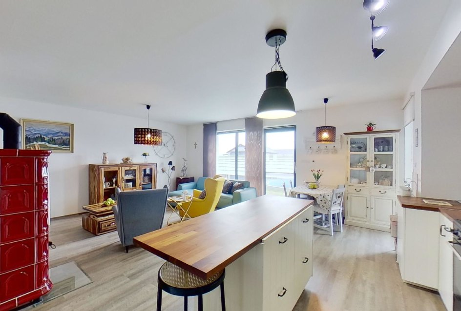 pohľad na luchynský ostrov a obývaciu izbu